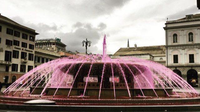 La fontana di De Ferrari si colora di viola per la fibromialgia